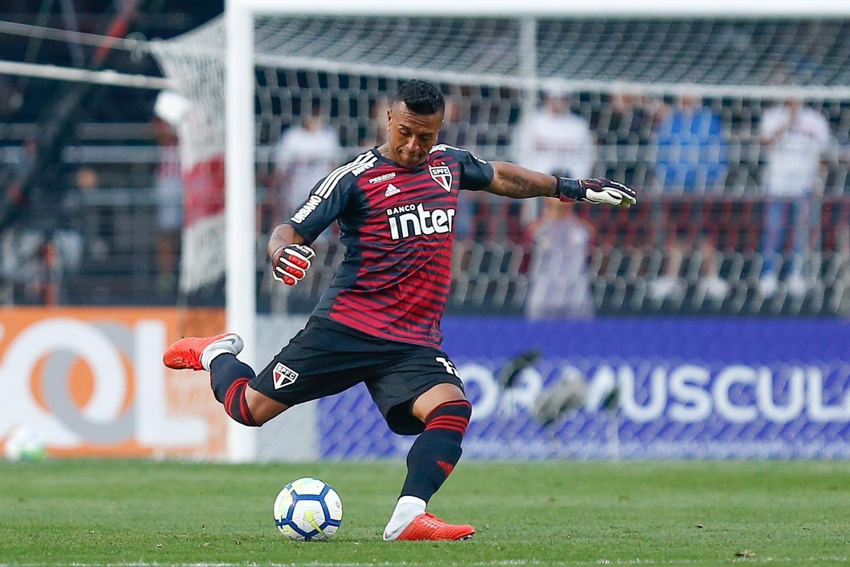Sidão em ação pelo São Paulo contra o Fluminense
