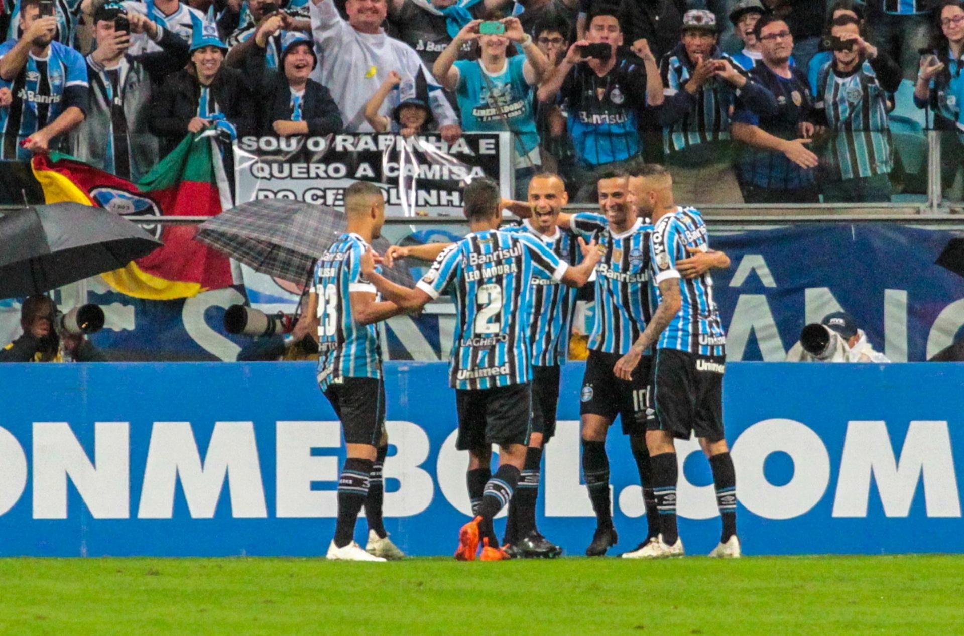 Grêmio goleia Tucumán e pega River Plate na semi da Libertadores - Esporte  - BOL 604bea1f1a840