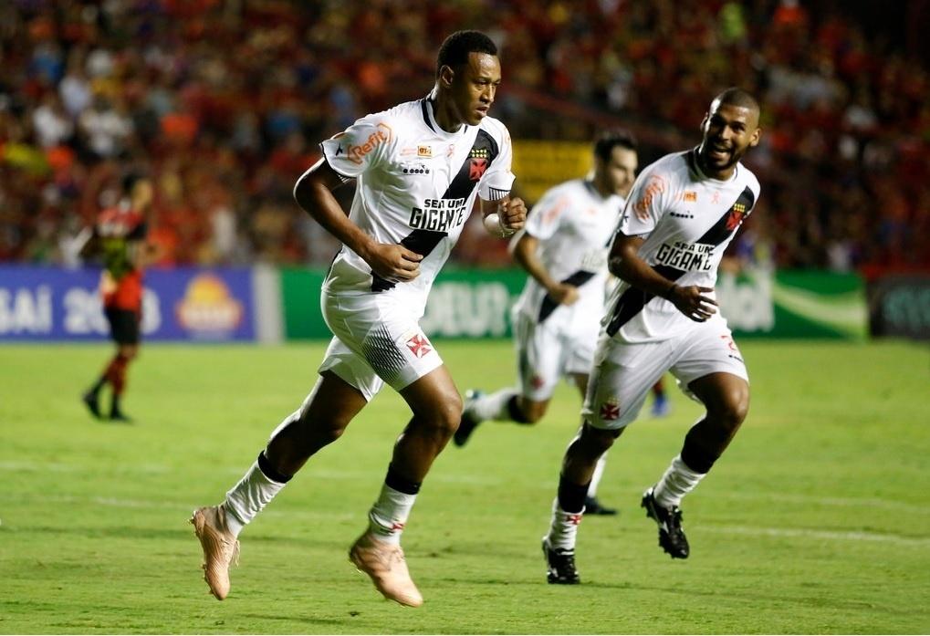 Fabricio, do Vasco, comemora gol contra o Sport