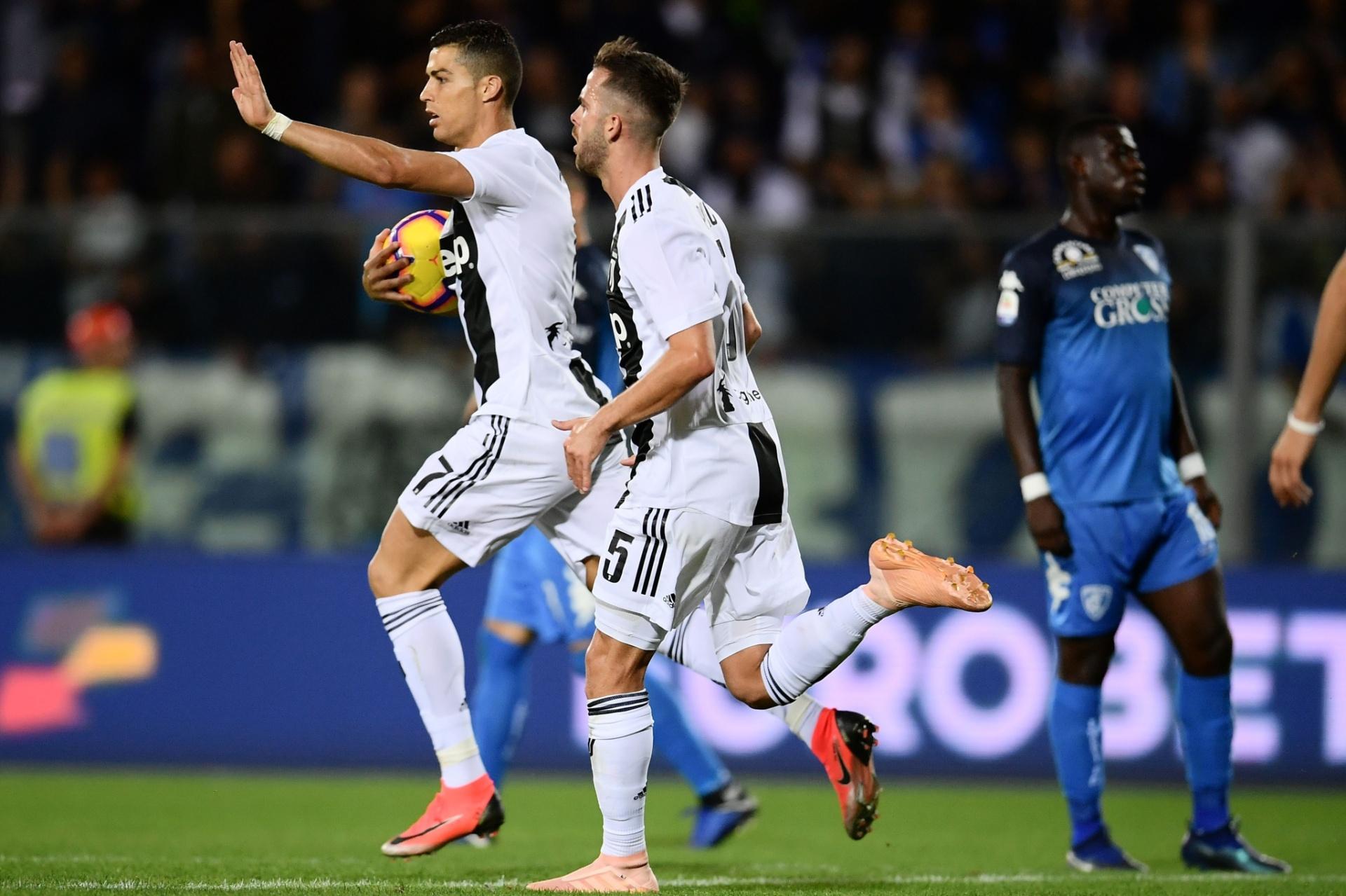 Cristiano Ronaldo faz dois e garante virada da líder Juventus no Italiano -  27 10 2018 - UOL Esporte cf7e5540ff397