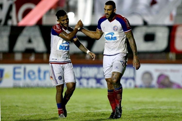 Fernandão comemora gol do Bahia contra o Atlético-BA