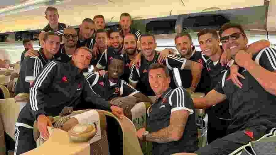 Cristiano Ronaldo ao lado de novos companheiros da Juventus - Reprodução/Instagram
