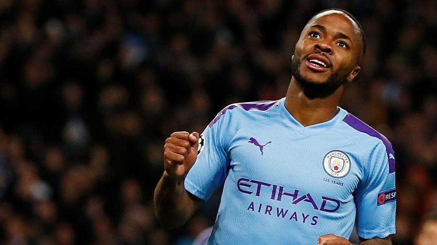 Raheem Sterling marca para o Manchester City contra o Atalanta pela Liga dos Campeões - Jason Cairnduff/Reuters