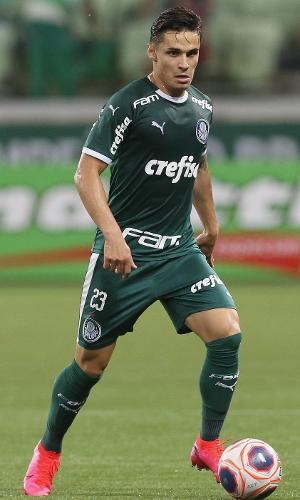 Raphael Veiga atuou como titular do Palmeiras no confronto diante do Guarani