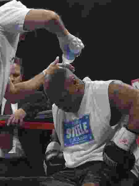 Mike Tyson na luta-exibição com Corey Sanders, em 2006 - Ron Kuntz/Reuters - Ron Kuntz/Reuters
