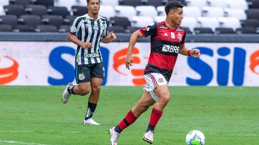 Lesão de Arão e lacuna no grupo abrem espaço para João Gomes