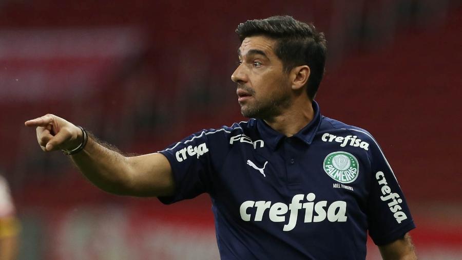 Abel Ferreira, técnico do Palmeiras, comanda a equipe contra o Inter, pelo Brasileirão - Cesar Greco/Palmeiras