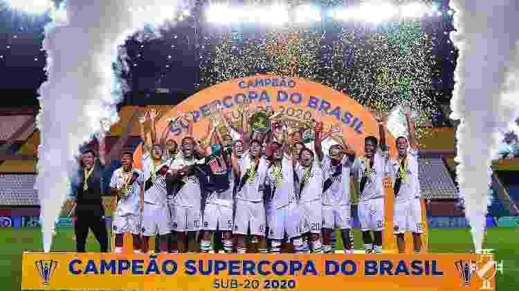 Equipe sub-20 do Vasco comemora título da Supercopa do Brasil no mesmo dia em que profissional caiu virtualmente - Bruno Lopes / Vasco - Bruno Lopes / Vasco