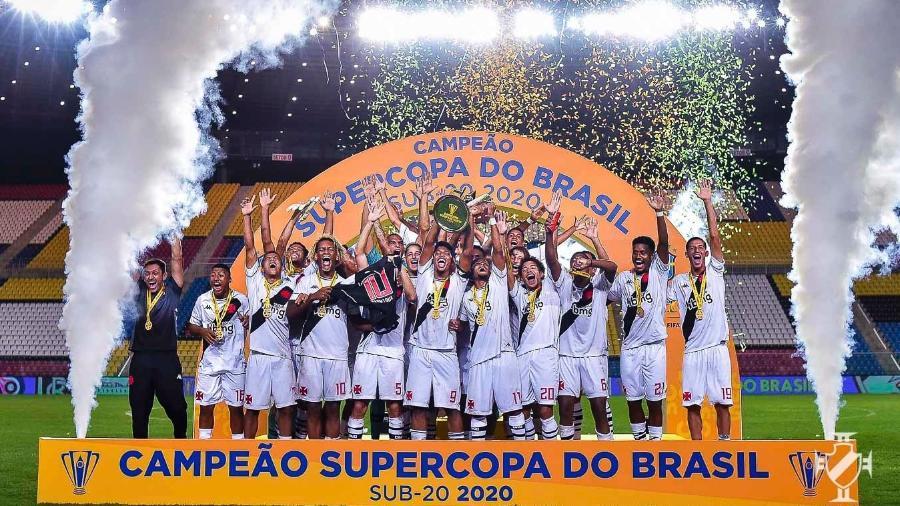 Equipe sub-20 do Vasco comemora título da Supercopa do Brasil no mesmo dia em que profissional caiu virtualmente - Bruno Lopes / Vasco