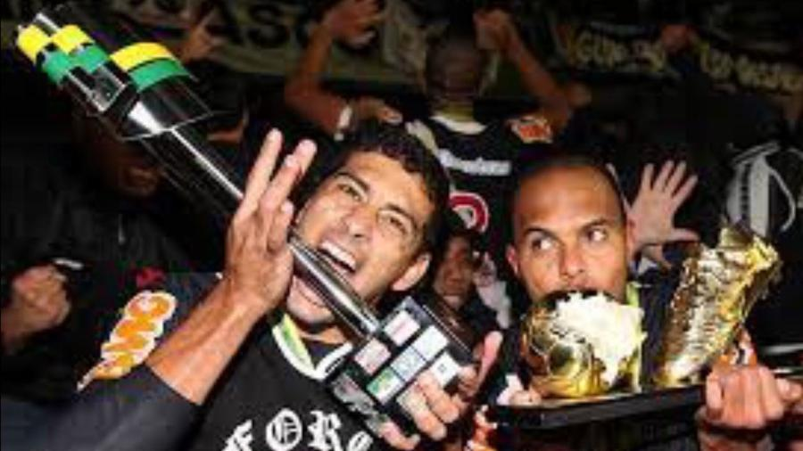 Diego Souza e Alecsandro comemoram título do Vasco da Copa do Brasil: noite foi longa em Curitiba (PR) - Marcelo Sadio / Vasco
