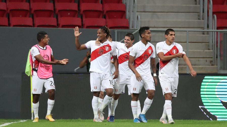 Jogadores do Peru comemoram vitória contra a Venezuela na Copa América - Buda Mendes/Getty Images
