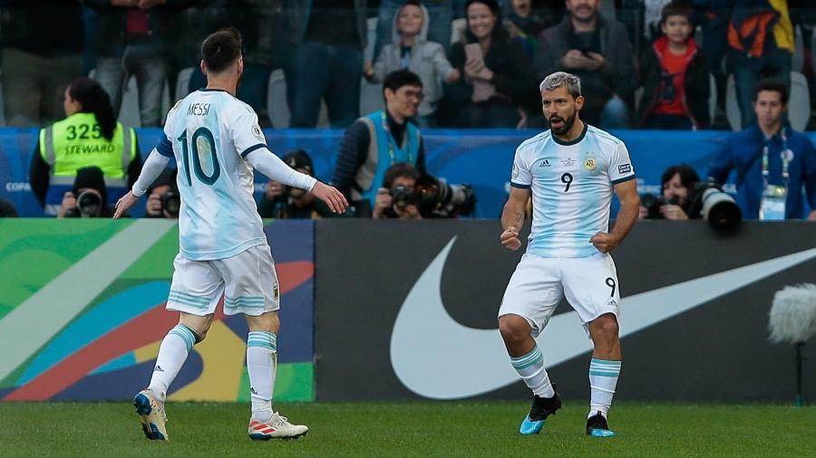 Aguero e Messi comemoram gol da Argentina - Marcello Zambrana/AGIF