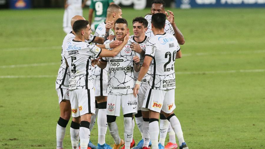 Jogadores do Corinthians comemoram gol de Adson contra o Cuiabá pelo Brasileirão - Gil Gomes/AGIF