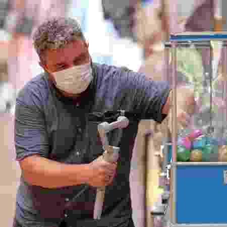 Roberto Maxwell, que está fazendo tours virtuais em Tóquio durante os Jogos Olímpicos - Carlos Kato/Divulgação - Carlos Kato/Divulgação