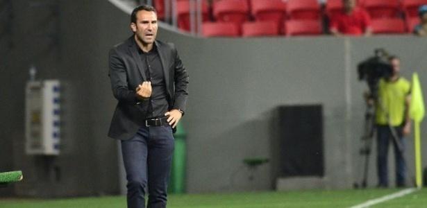 Técnico português Sergio Vieira comandou o Atlético-PR em dois jogos ...