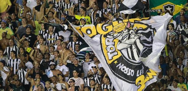Torcida do Botafogo causou problemas do lado de fora de São Januário