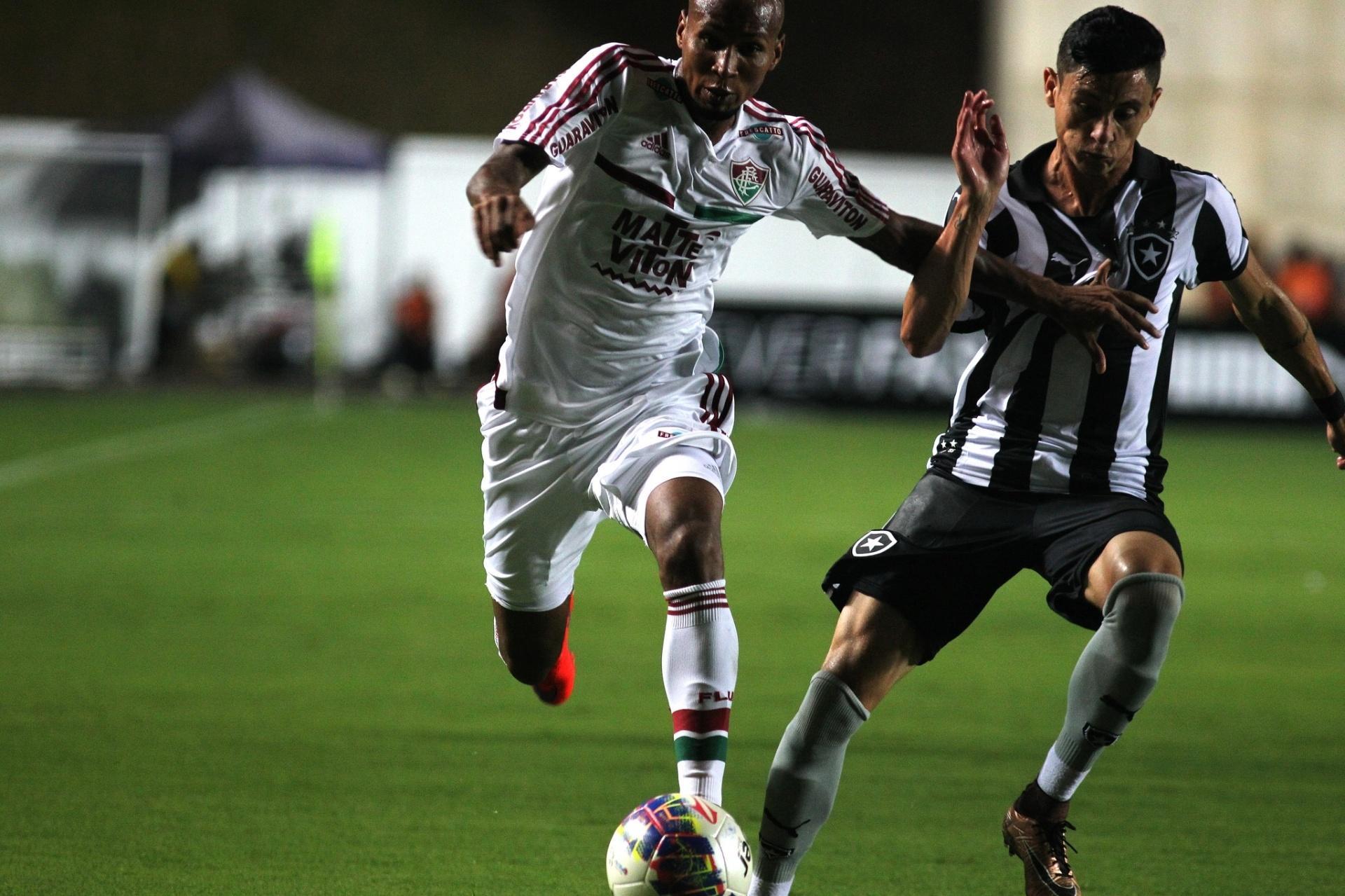 586400e8ad Fluminense e Botafogo jogarão semi do Carioca em Volta Redonda - 19 04 2016  - UOL Esporte