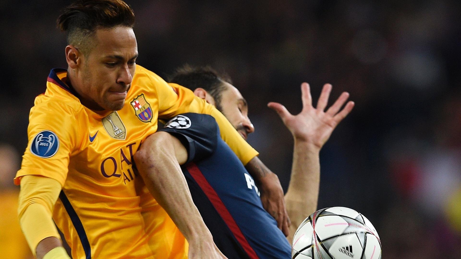 Neymar disputa bola com Juanfran