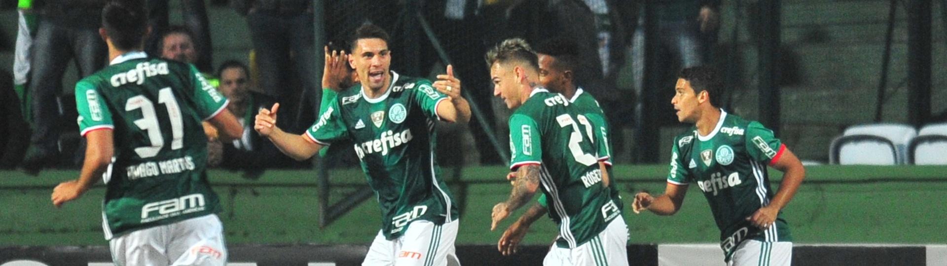 Palmeiras comemora gol contra o Coritiba