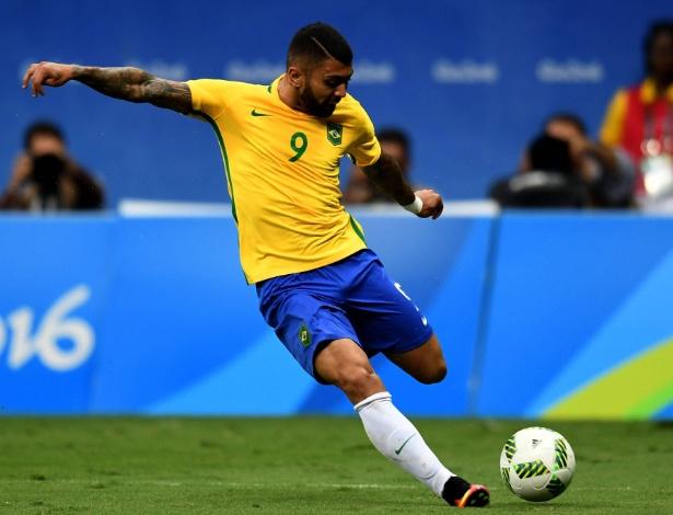 O atacante Gabigol em ação durante Brasil x Iraque pela Olimpíada do Rio
