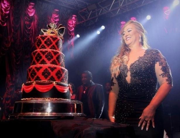 O bolo de aniversário de Nadine Gonçalves, a mãe de Neymar
