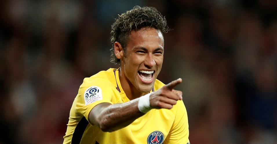 Neymar comemora gol pelo PSG em sua estreia contra o Guingamp