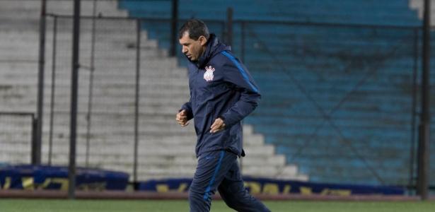 Carille durante treino do Corinthians em Buenos Aires