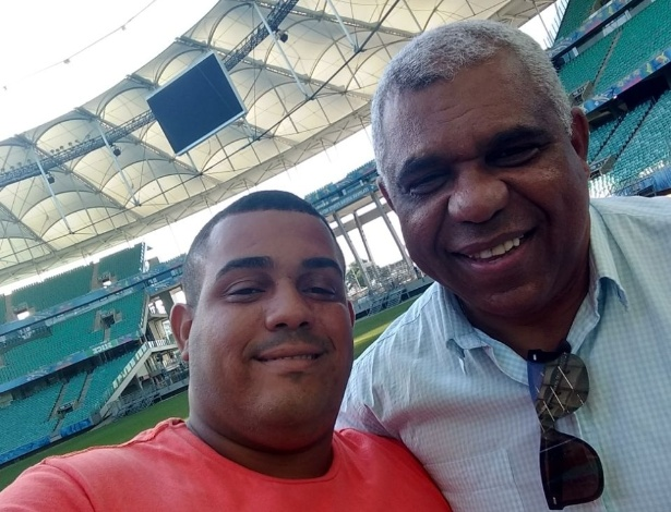 Jader (esq.), sobrevivente da tragédia, ao lado de Ronaldo, goleiro do Brasileiro de 1988