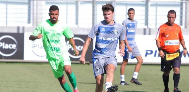 Vico, meia-atacante do Grêmio, durante jogo-treino contra o Avenida-RS