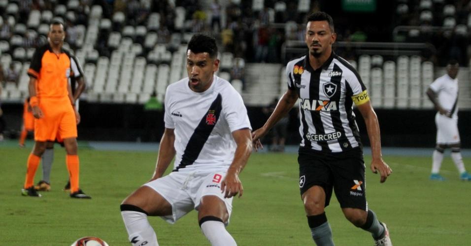 Jogadores de Vasco e Botafogo se enfrentam na semi da Taça Rio