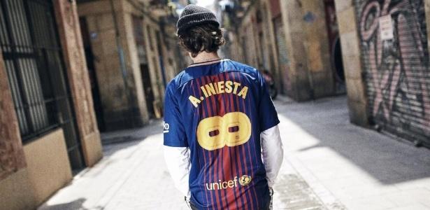 Barcelona coloca à venda camisa
