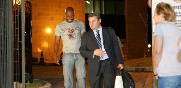 Rincón deixa a sede da Polícia Federal em São Paulo em 2007, após ajuda de Citadini - Apu Gomes / Folhapress