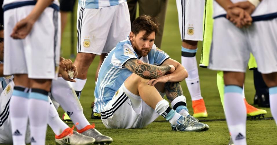 Lionel Messi fica atônito após derrota na final da Copa América Centenário