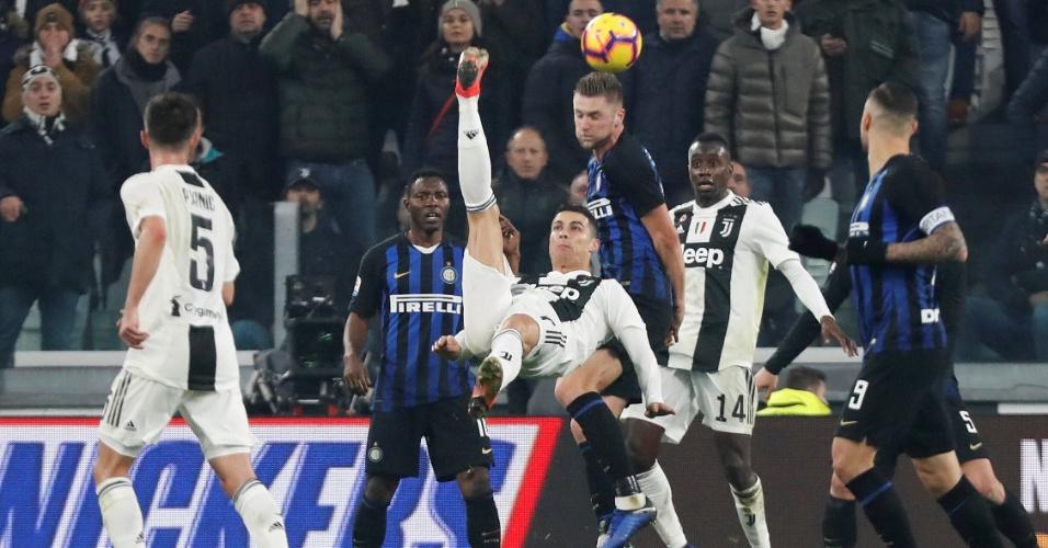 Cristiano Ronaldo tenta bicicleta em confronto diante da Inter de Milão