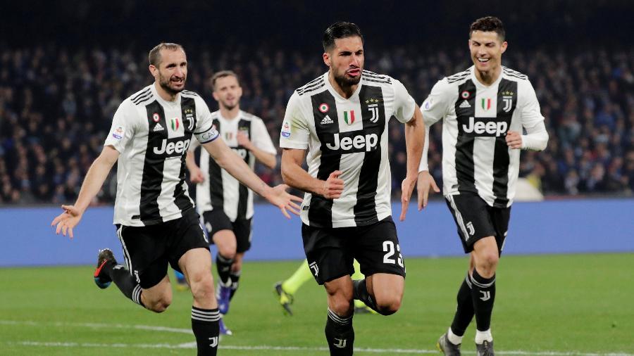 Jogadores da Juventus comemoram importante vitória sobre o Napoli no San Paolo - CIRO DE LUCA/REUTERS