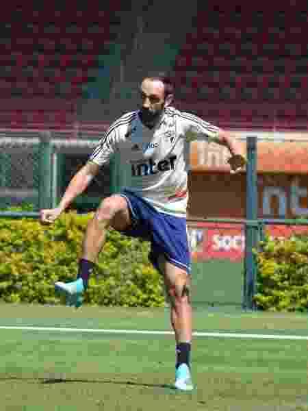 Uma semana após perder clássico, Juanfran corre riscos de ser desfalque mais uma vez -  Érico Leonan / saopaulofc.net