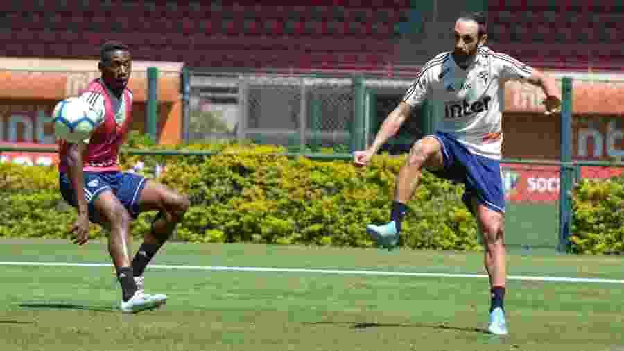 Juanfran durante treinamento do São Paulo -  Érico Leonan / saopaulofc.net