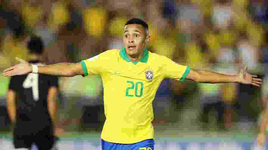 Lázaro faz o gol da virada do Brasil contra o México na final da Copa do Mundo sub-17 - REUTERS/Sergio Moraes