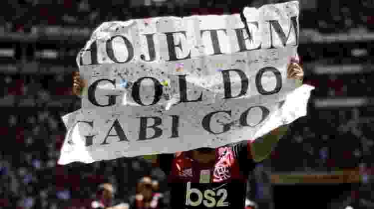 Gabigol exibe placa em jogo entre Flamengo e Athletico-PR - UESLEI MARCELINO/REUTERS - UESLEI MARCELINO/REUTERS