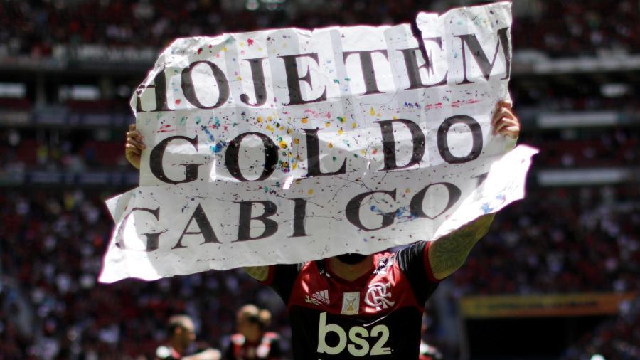 Gabigol exibe placa em jogo entre Flamengo e Athletico-PR - UESLEI MARCELINO/REUTERS