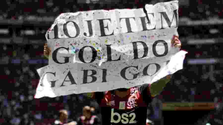Gabigol exibe cartaz em jogo entre Flamengo e Athletico-PR - UESLEI MARCELINO/REUTERS