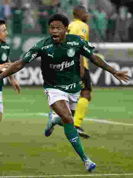 Luiz Adriano teve noite de artilheiro pelo Palmeiras contra o Guaraní na Libertadores - Bruno Ulivieri/AGIF