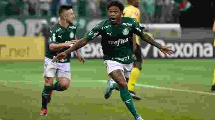 Luiz Adriano teve noite de artilheiro pelo Palmeiras contra o Guaraní na Libertadores - Bruno Ulivieri/AGIF - Bruno Ulivieri/AGIF