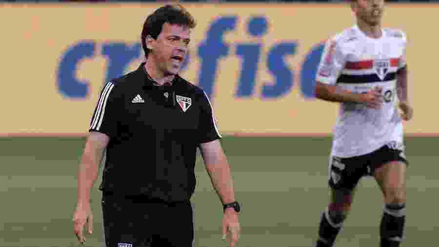Fernando Diniz comanda o São Paulo no clássico contra o Palmeiras, pelo Brasileirão, no Allianz Parque - Marcello Zambrana/AGIF