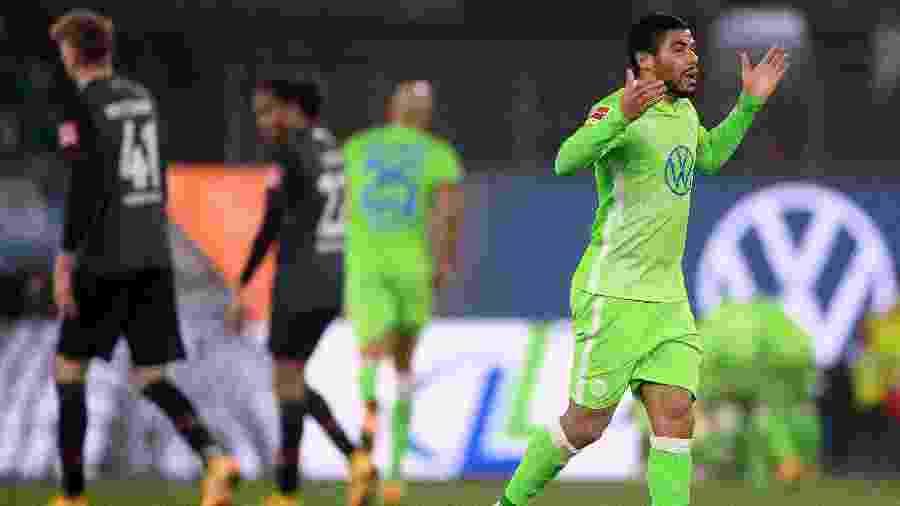 Paulo Otávio comemora gol do Wolfsburg contra o Werder Bremem pelo Campeonato Alemão  - picture alliance/dpa/picture alliance via Getty I