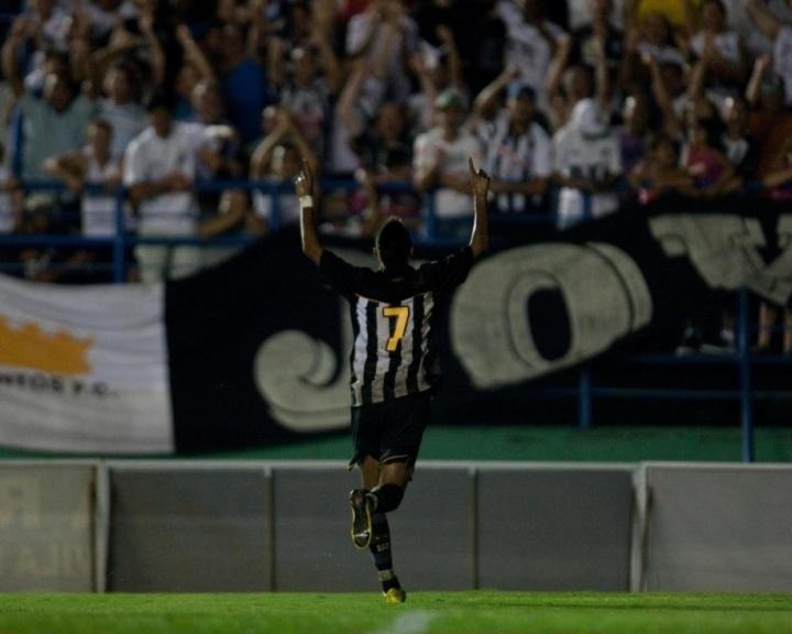 Neymar faz golaço pelo Santos contra o Santo André no Campeonato Paulista, em 4 de fevereiro de 2010