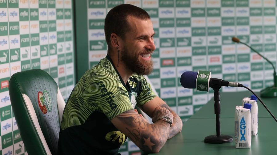 Lucas Lima, meia do Palmeiras, concede entrevista coletiva na Academia de Futebol - Cesar Greco/Palmeiras
