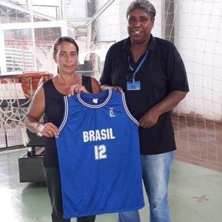 Ruth, à direita, com a camisa do Brasil - Reprodução
