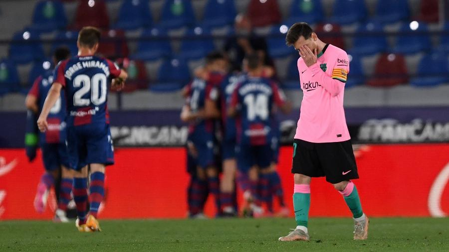 Messi lamenta durante a partida entre Levante e Barcelona, pelo Campeonato Espanhol - Getty Images