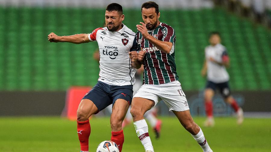 Nenê disputa lance em Fluminense x Cerro Porteño pela Libertadores - Thiago Ribeiro/AGIF